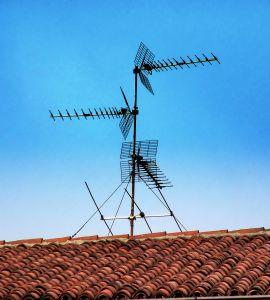 1151543_the_radio_antenna